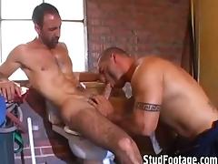 2 hot guys having sex in be transferred to bathroom